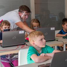 """""""Koduj z Gigantami"""" - zapisz się na BEZPŁATNE warsztaty z programowania dla dzieci i młodzieży."""